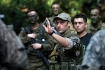 French army instructor teaches squad movements to U.S. Soldiers attending French Jungle Warfare School as part of annual, combined, joint military exercise Central Accord 2016 (U.S. Army/Henrique Luiz de Holleben)