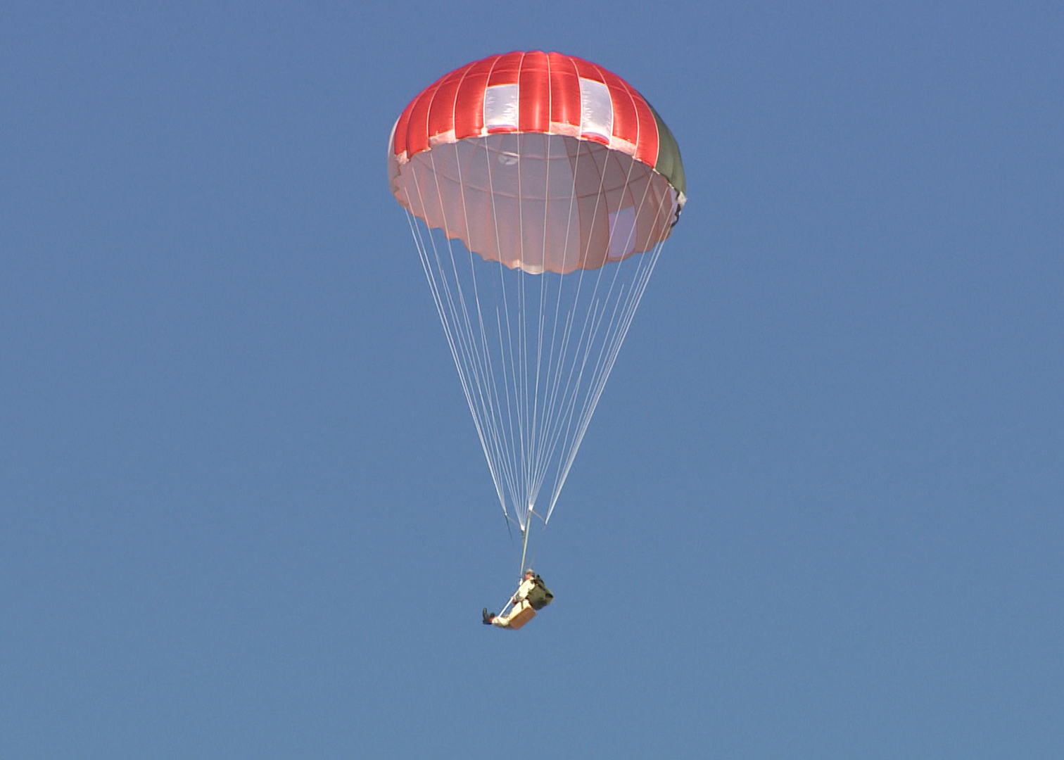 Test team looks at new parachute for ACES II ejection seat ...