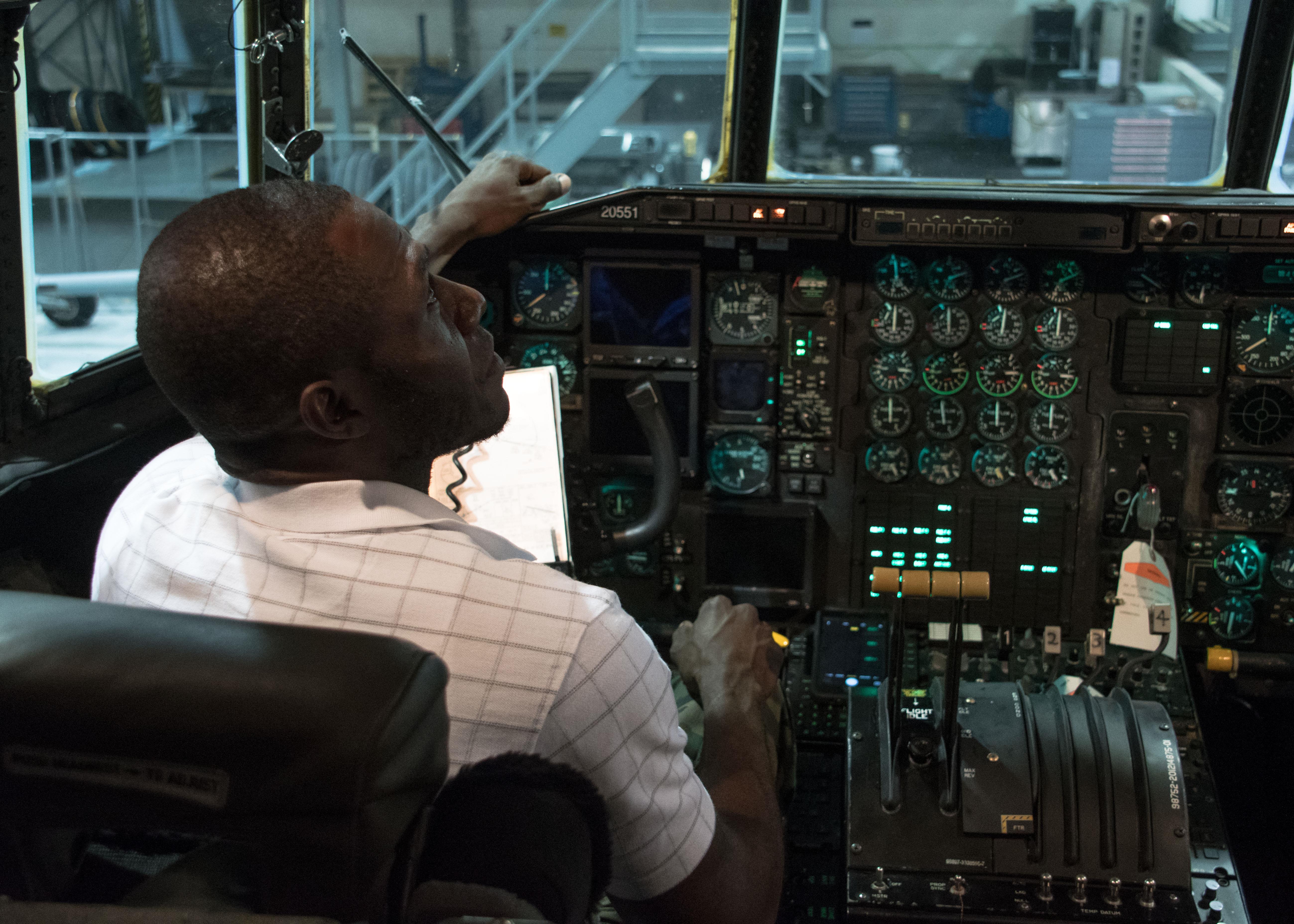 Recruiters Maintenance School Partner For Flightline Fieldtrip