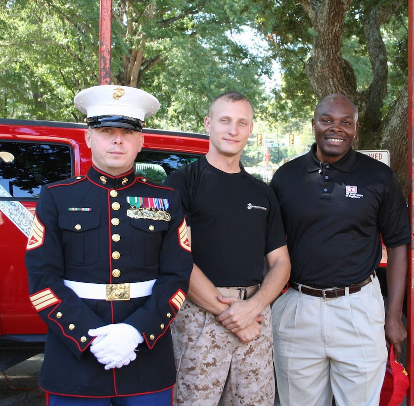 """U.S. Army Engineer Research and Development Center's Garsheo """"Gus"""" Black (right) poses with Marines during ERDC's Corps Day.  Black, the ERDC Reachback Operations Center's Division Chief, was recently named the recipient of the 2016 Family Readiness Individual Excellence Award for his contributions as the ERDC Family Readiness Coordinator."""