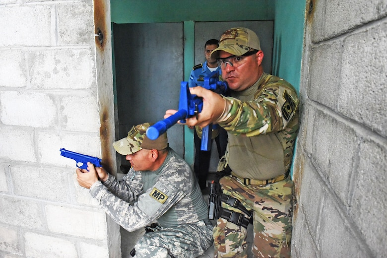 Joint Security Forces subject matter experts from Joint Task Force-Bravo demonstrate how to clear rooms to local police officers at La Paz, Honduras, June 20, 2017. During the Subject Matter Expert Exchange where the JSF members helped participants practice communicating with their team members using commands and coordination as they approached the target together.