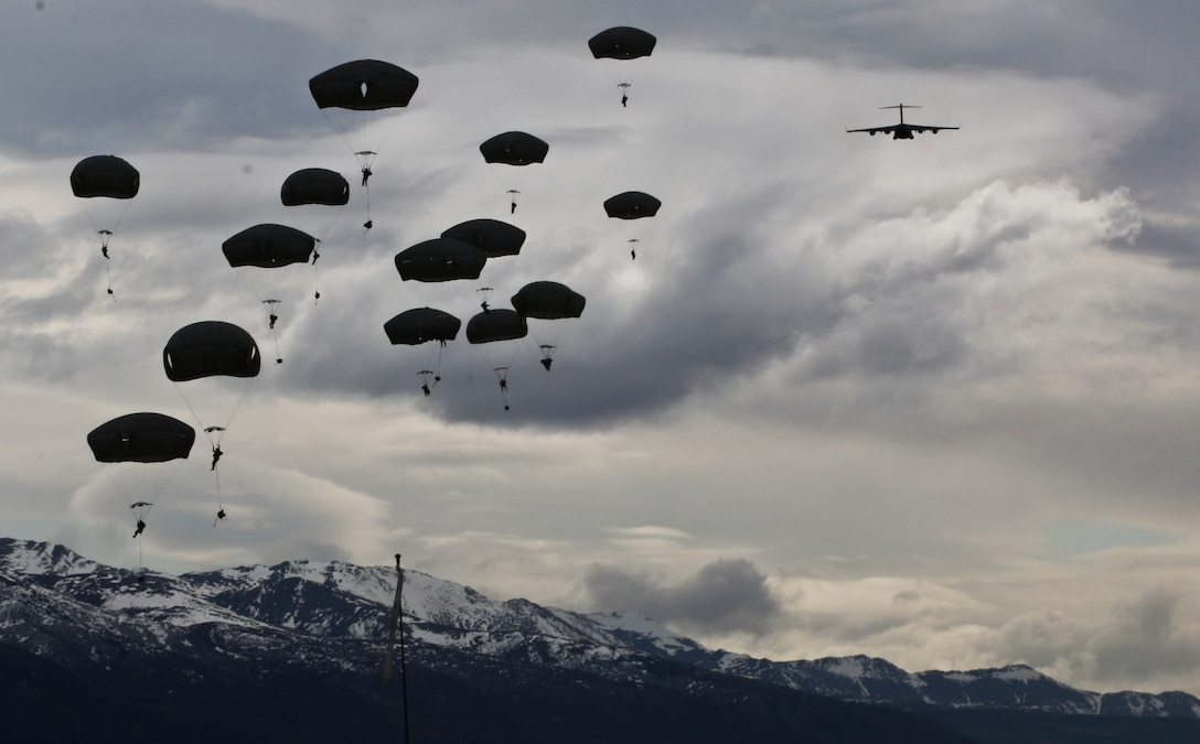 U.S. Army Paratroopers with 2nd Battalion Airborne, 377th Field Artillery, 4th Infantry Brigade Combat Team Airborne, 25th Infantry Division participate in an airborne operation at Malemute Drop Zone, Joint Base Elemendorf-Richardson, Alaska, April 5, 2016. (U.S. Army photo by Staff Sgt. Brian Ragin)