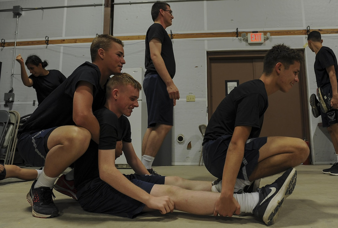 """Junior ROTC cadets practice the """"before and after"""" carry while learning patient movements at Hurlburt Field, Fla., June 29, 2017. The 1st Special Operations Aerospace Medicine Squadron paired with more than 50 cadets to teach the basics of self-aid and buddy care during a Summer Leadership Course at Hurlburt Field. (U.S. Air Force photo by Airman 1st Class Rachel Yates)"""