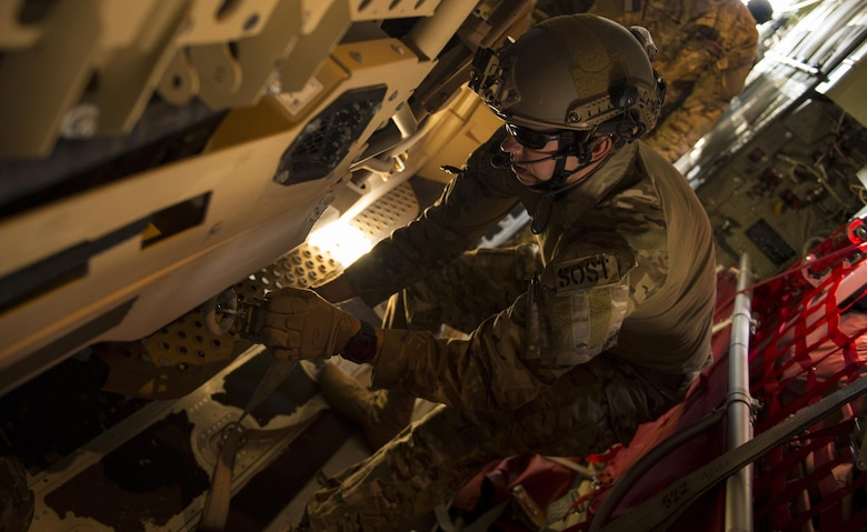 A U.S. Air Force Airman from the 24th Special Operations Wing trains during a static load training during Exercise Emerald Warrior at Hurlburt Field, Fla., Feb. 26, 2017. Emerald Warrior is a U.S. Special Operations Command exercise during which joint special operations forces train to respond to various threats across the spectrum of conflict. (U.S. Air Force photo by Senior Airman Erin Piazza)