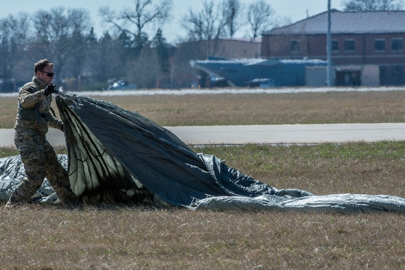 Tech. Sgt. Kyle Oler, 375th Operations Support Squadron's Survival, Evasion, Resistance, and Escape non commissioned officer in charge, gathers his parachute after performing a static jump on March 2, 2017 at Scott AFB, Illinois. Scott AFB hosted this jump to streamline its capabilities and jump program while offering jumpers an opportunity to get required jumps accomplished as they face weather challenges elsewhere. The 375th OSS created the drop zone to increase the readiness of units in and around Scott AFB and for use by flying or ground units with an interest and the requirements. (U.S. Air Force photos/Senior Airman Tristin English)