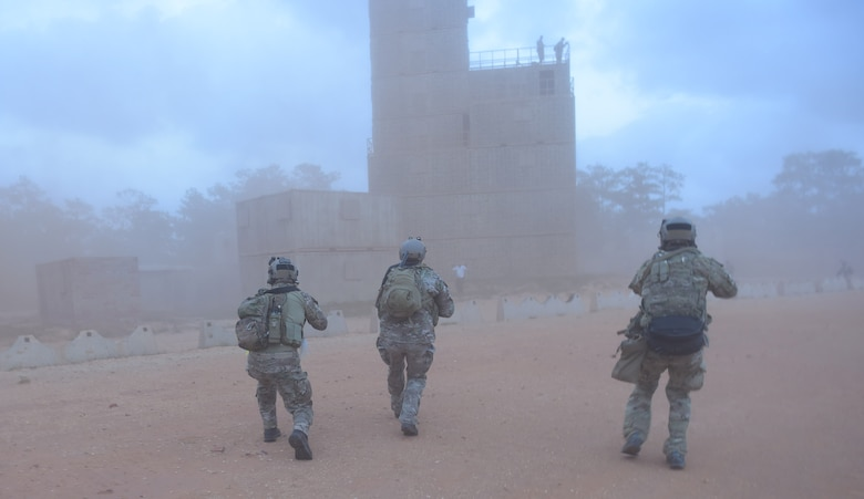 U.S. Soldiers assigned to the 7th Special Forces Group conduct urban warfare training during Emerald Warrior 17 at Hurlburt Field, Fla., March 7, 2017. Emerald Warrior is a U.S. Special Operations Command exercise during which joint special operations forces train to respond to various threats across the spectrum of conflict. (U.S. Air Force photo/Tech. Sgt. Barry Loo)