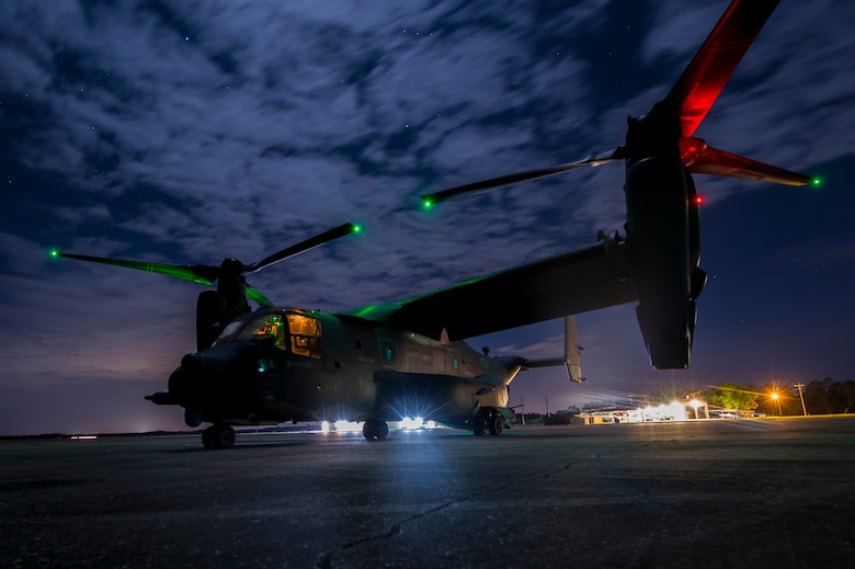 A U.S. Air Force pilot from the 8th Special Operations Squadron taxis a CV-22 Osprey at Avon Park, Fla., March 7, 2017 during Emerald Warrior 17. Emerald Warrior is a U.S. Special Operations Command exercise during which joint special operations forces train to respond to various threats across the spectrum of conflict. (U.S. Air Force photo/Airman 1st Class Keifer)
