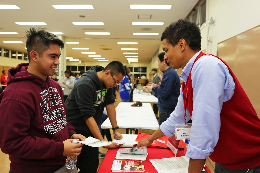 A student receives information from admission counselor
