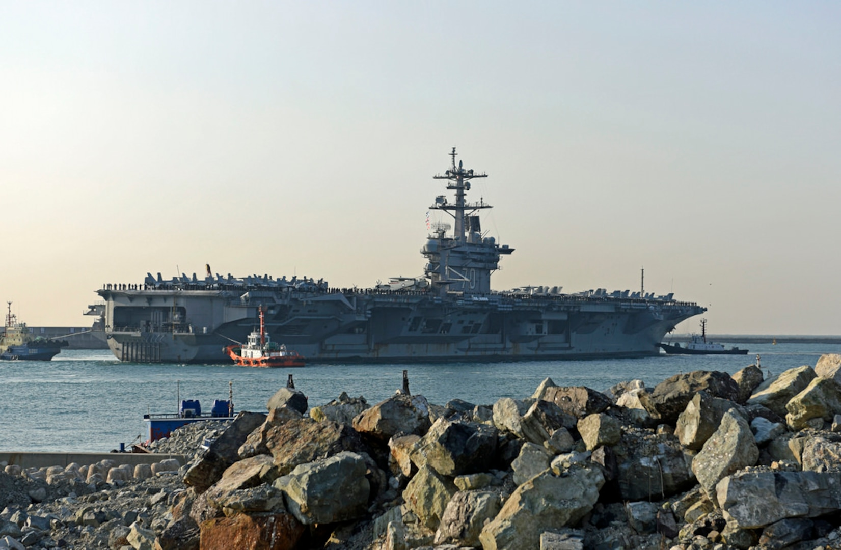 The aircraft carrier USS Carl Vinson (CVN 70) approaches the Republic of Korea (ROK) Fleet headquarters. The Carl Vinson Carrier Strike Group is on a regularly scheduled Western Pacific deployment as part of the U.S. Pacific Fleet-led initiative to extend the command and control functions of U.S. 3rd Fleet.