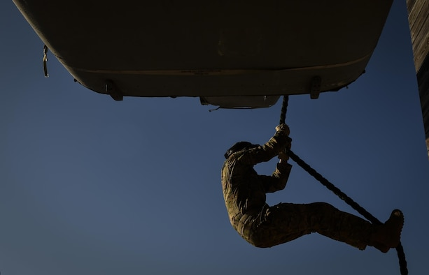 A Soldier with the 1st Battalion, 10th Special Forces Group, fast ropes from a static CV-22 Osprey tiltrotor aircraft frame during training at Hurlburt Field, Fla., March 17, 2017. An instructor with the 1st Special Operations Support Squadron Operational Support Joint Office trained Soldiers on proper fast roping techniques for special operations missions. (U.S. Air Force photo by Airman 1st Class Joseph Pick)