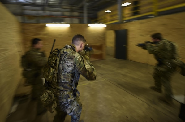 Soldiers with the 1st Battalion, 10th Special Forces Group, conduct close quarters battle training at Eglin Air Force Base, Fla., March 17, 2017. The 1st Special Operations Support Squadron Operational Support Joint office coordinates two-week long training programs for the Army, Marines and Navy special operations forces that provides live-fire ranges and familiarizes them with Air Force Special Operations Command aircraft to ensure global readiness. (U.S. Air Force photo by Airman 1st Class Joseph Pick)