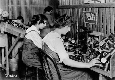 Women make fiber powder containers for the Stokes 3-inch trench mortar on an assembly line at W.C. Ritchie & Co., Chicago, circa 1916. Library of Congress photo
