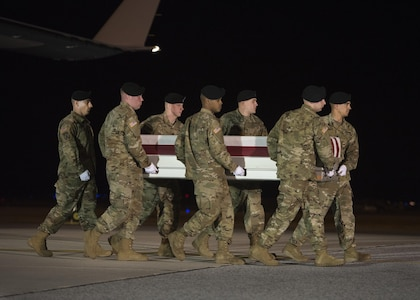 A U.S. Army carry team transfers the remains of Army Sgt. 1st Class Robert R. Boniface, of San Luis Obispo, Calif., March 21, 2017, at Dover Air Force Base, Del. Boniface was assigned to the 1st Battalion, 7th Special Forces Group, Eglin AFB, Fla. (U.S. Air Force photo by Senior Airman Zachary Cacicia)