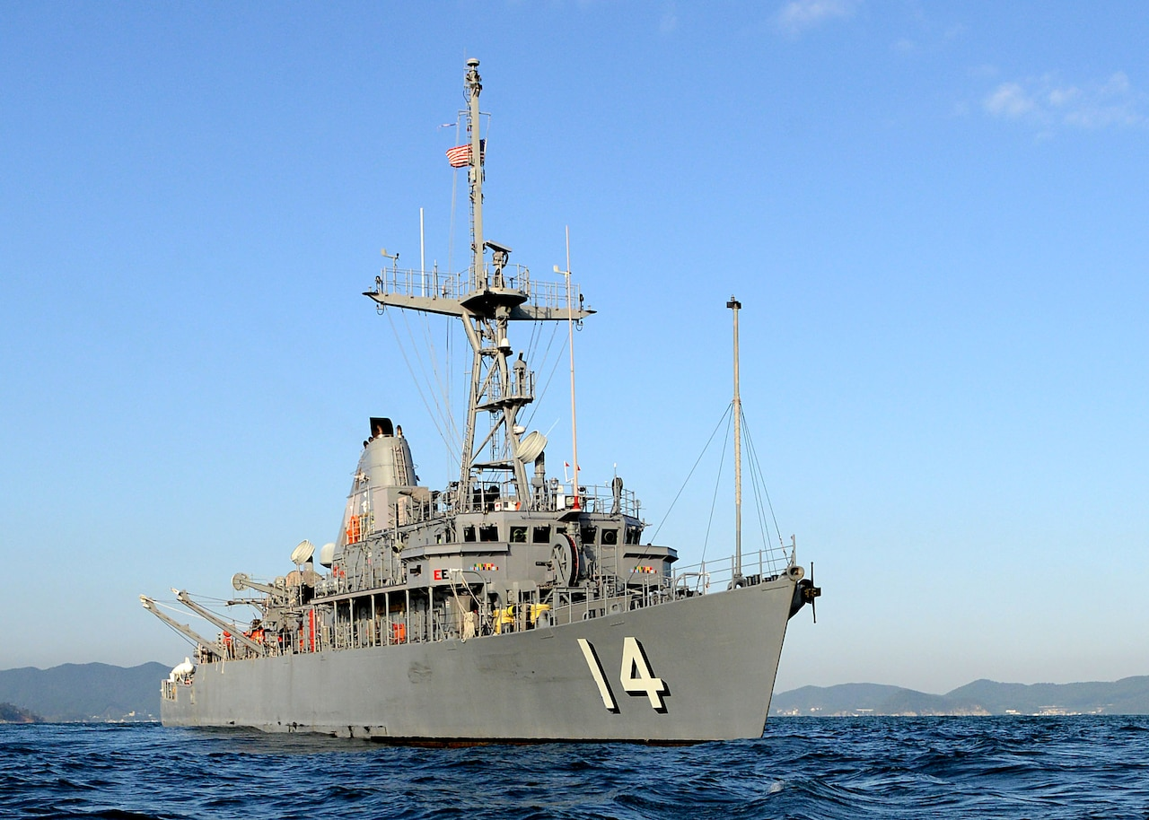 The mine countermeasures ship USS Chief (MCM 14) participates in exercise Clear Horizon 2014 off the coast of the Korean Peninsula Oct. 23, 2014. Clear Horizon is an annual bilateral exercise between the U.S. and South Korean navies designed to enhance cooperation and improve capabilities in mine countermeasure operations. (U.S. Navy photo by Mass Communication Specialist 1st Class Frank L. Andrews/Released)