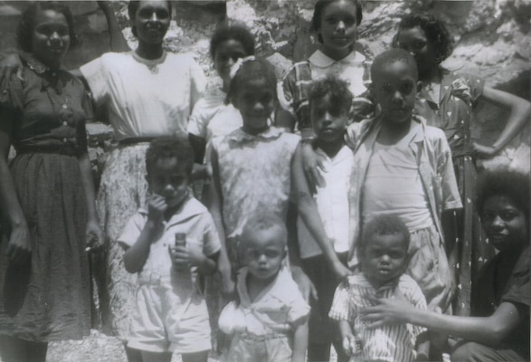 Etta Baker (second from left) with her nine children, a niece, and a nephew, at home in Morganton, North Carolina, 1950s.