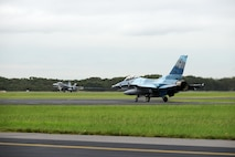 A U.S. Air Force F-16 Fighting Falcon taxis as a Royal Australian Air Force F-18A Hornet takes off at RAAF Williamtown, during Exercise Diamond Shield 2017 in New South Wales, Australia, March 23, 2017. The F-16 and the F-18 served as the primary platforms for providing 'Red Air' and 'Blue Air' forces, respectively. (U.S. Air Force photo by Tech. Sgt. Steven R. Doty)