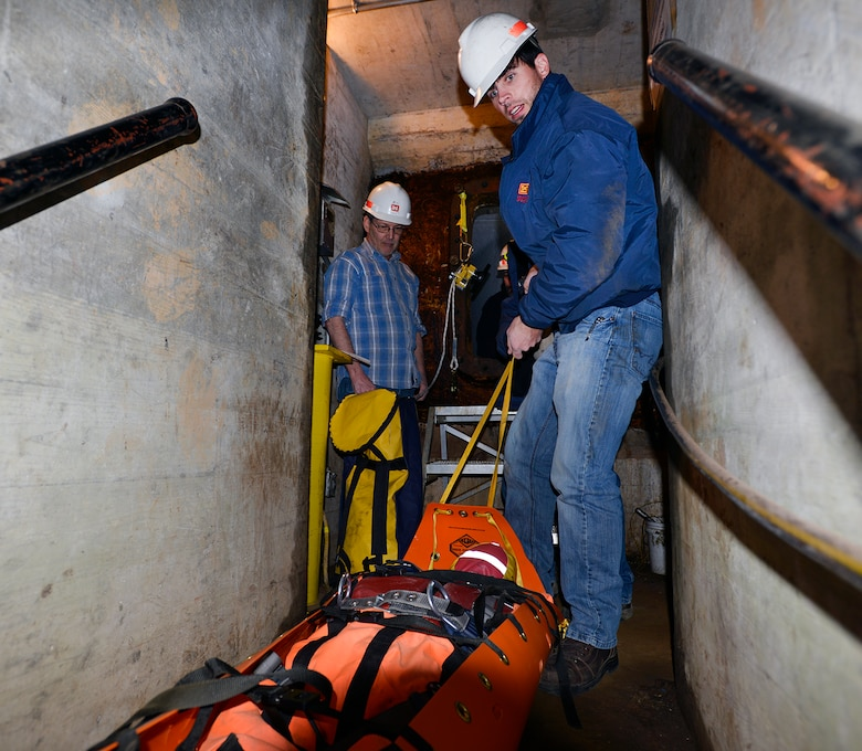 LANCASTER, Tenn. (March 24, 2017) – U.S. Army Corps of Engineers, Nashville District, Operations Division personnel who work in or near permitted confined spaces recently went to new depths to prevent accidents by attending permitted confined space rescue training.
