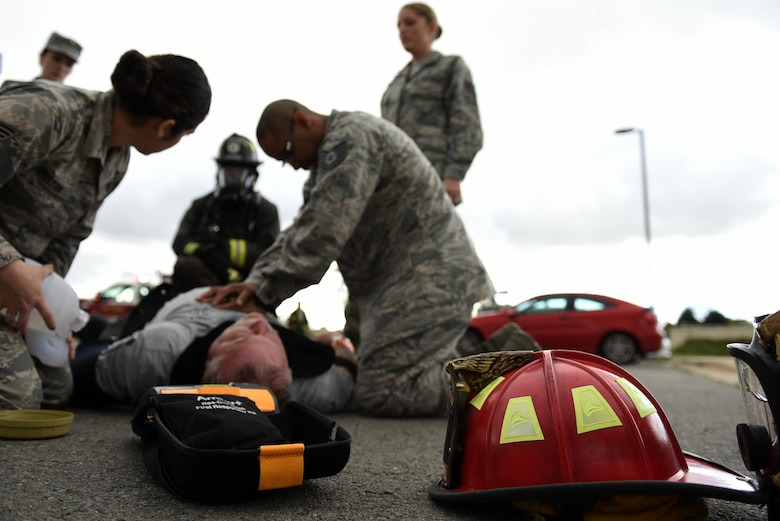 Members of the 19th Aerospace Medicine Squadron perform chest compressions during a major accident response inspection March 30, 2017, at the Jacksonville Fire Department Training Center, Ark. The 19th AMDS response team was responsible for stabilizing patients, checking their vitals, and coordinating transfers to the emergency room. (U.S. Air Force photo by Airman 1st Class Kevin Sommer Giron)