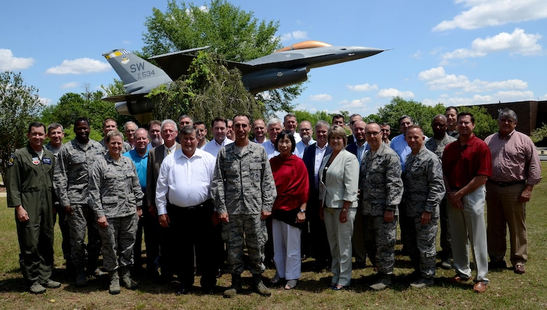 Leaders from 9th Air Force wings and the headquarters take a photo with civic leaders from around 9th AF as part of the Headquarters 9th AF Civic Leader Forum April 26, 2017 at Shaw Air Force Base, S.C. During the forum, attendees exchanged ideas about programs and support they provide to their respective bases and communities in an effort to share best practices. (U.S. Air Force photo by Tech. Sgt. Amanda Dick)