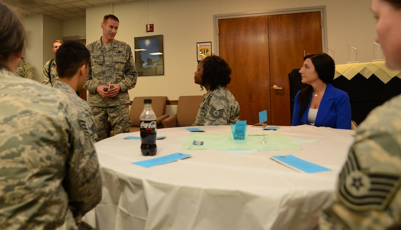 Col. Stephen Snelson, 62nd Airlift Wing vice commander, thanks sexual assault victim advocates for their volunteer work April 27, 2017, at Joint Base Lewis-McChord, Wash. Victim advocates are volunteers who assist with the McChord Field Sexual Assault Prevention and Response program providing essential support, liaison services and care to victims (U.S. Air Force photo/Senior Airman Jacob Jimenez).