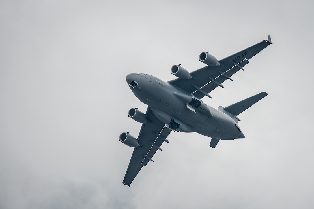 A U.S. Air Force C-17 Globemaster III aircraft flies an aerial demonstration above the Ohio River during the Thunder Over Louisville air show in Louisville, Ky., April 22, 2017. The Kentucky Air National Guard is once again providing logistical and maintenance support to military aircraft participating in the event, which has grown to become the largest annual single-day air show in America. (U.S. Air National Guard photo by Lt. Col. Dale Greer)