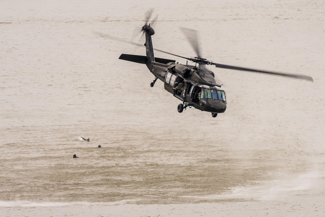 A Kentucky Army National Guard UH-60 Blackhawk helicopter flies over the Ohio River after deploying Kentucky Air National Guardsmen into to the water to conduct a simulated rescue mission during the Thunder Over Louisville air show in Louisville, Ky., April 22, 2017. The annual show has grown to become the largest single-day event of its kind in the nation. (U.S. Air National Guard photo by Lt. Col. Dale Greer)