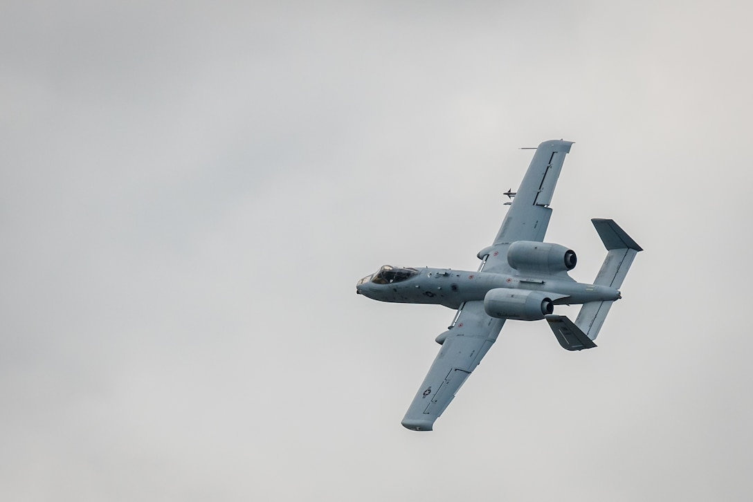 A U.S. Air Force A-10 Thunderbolt II aircraft flies an aerial demonstration over the Ohio River during the Thunder Over Louisville air show in Louisville, Ky., April 22, 2017. The Kentucky Air National Guard is once again providing logistical and maintenance support to military aircraft participating in the event, which has grown to become the largest annual single-day air show in America. (U.S. Air National Guard photo by Lt. Col. Dale Greer)