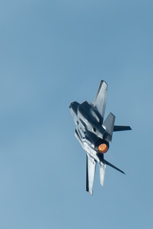 A U.S. Air Force F-35 Lightning II fighter aircraft flies an aerial demonstration over the Ohio River during the Thunder Over Louisville air show in Louisville, Ky., April 22, 2017. The F-35, from Luke Air Force Base, Ariz., is the Air Force's newest fighter aircraft. (U.S. Air National Guard photo by Lt. Col. Dale Greer)