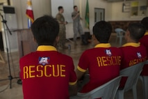 Philippine and U.S. service members demonstrate emergency procedures to Philippines disaster relief agencies during a subject matter expert exchange for Balikatan 2017 at Fort Magsaysay in Santa Rosa, Nueva Ecija, May 4, 2017. Balikatan is an annual U.S.-Philippine bilateral military exercise focused on a variety of missions including humanitarian and disaster relief, counterterrorism, and other combined military operations.