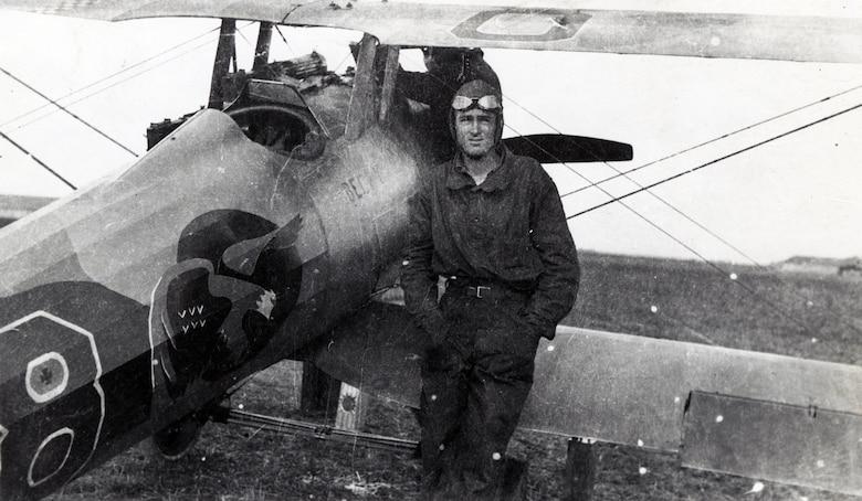 1972-D84 (Williams) -- Sgt Fred W. Erdman, Lt Hoover's plane, B Flight, 27th Aero Squadron, Saints Aerodrome, France, 1918. (Courtesy photo)