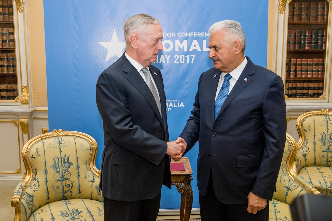 Defense Secretary Jim Mattis speaks with Turkish Prime Minister Binali Yıldırım