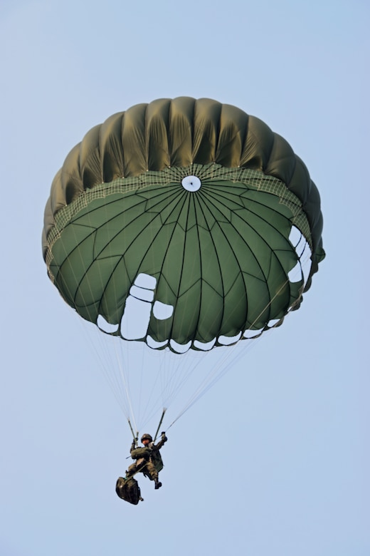 A Republic of Korea Special Warfare Command operator jumps into Kunsan Air Base during combined airborne operations from a U.S. Air Force MC-130H Combat Talon II assigned to the 1st Special Operations Squadron, March 31, 2017. The daily airborne operations executed during Foal Eagle 2017 further developed the integration of special operations forces and operational capability through realistic scenario-based missions. (Courtesy photo)