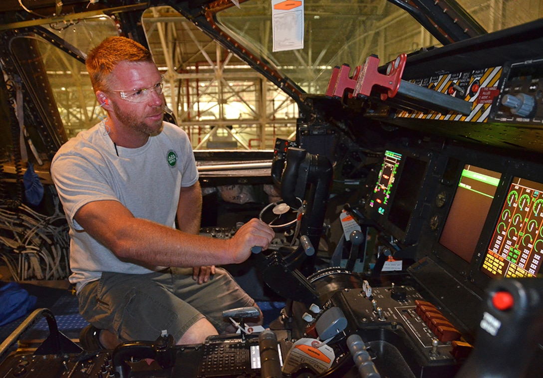 Brad Robinson, functional tester, demonstrates how to rig the throttle inside the C-5 May 3, 2017, at Robins Air Force Base, Ga. (U.S. Air Force photo by Tech. Sgt. Kelly Goonan/released)