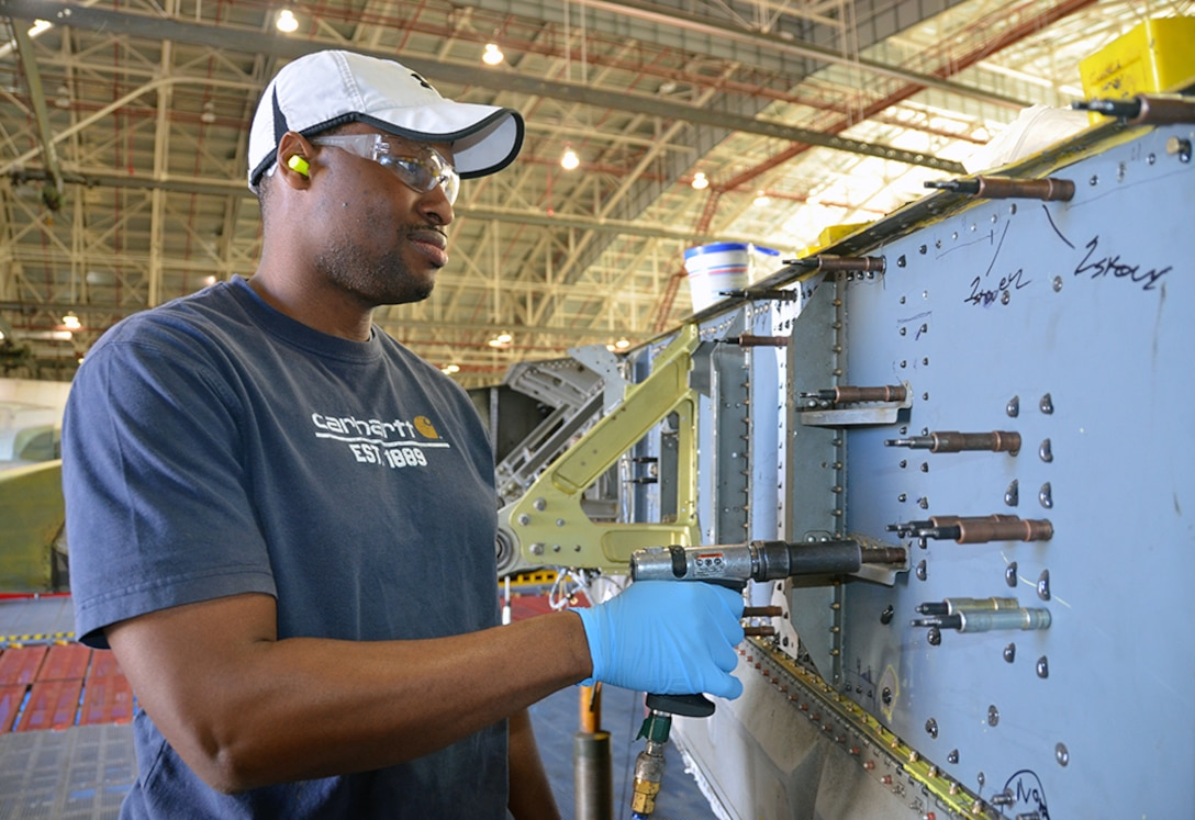 Jermaine Carson, Aircraft Mechanic, manipulates the aileron manifold on the C-5 Galaxy May 3, 2017, at Robins Air Force Base, Ga. (U.S. Air Force photo by Tech. Sgt. Kelly Goonan)