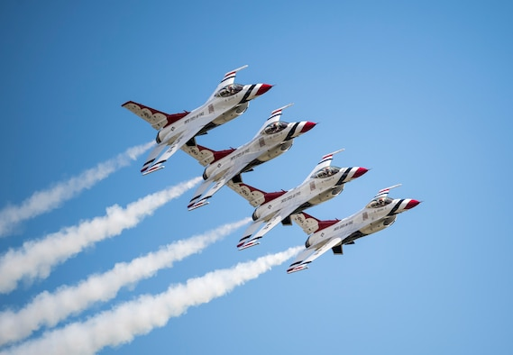 The U.S. Air Force Thunderbirds perform the echelon pass in review maneuver during the Wings over Pittsburgh air show May 13, 2017, in Coraopolis, Pa. (U.S. Air Force photo/Staff Sgt. Jason Couillard)