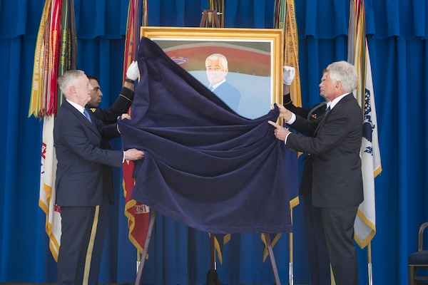 Defense Secretary Jim Mattis and former Defense Secretary Chuck Hagel unveil Hagel's official Pentagon portrait during a ceremony in Washington, May 19, 2017. Hagel served as the 24th Secretary of Defense from February 2013 to February 2015. DoD photo by Air Force Tech. Sgt. Brigitte N. Brantley