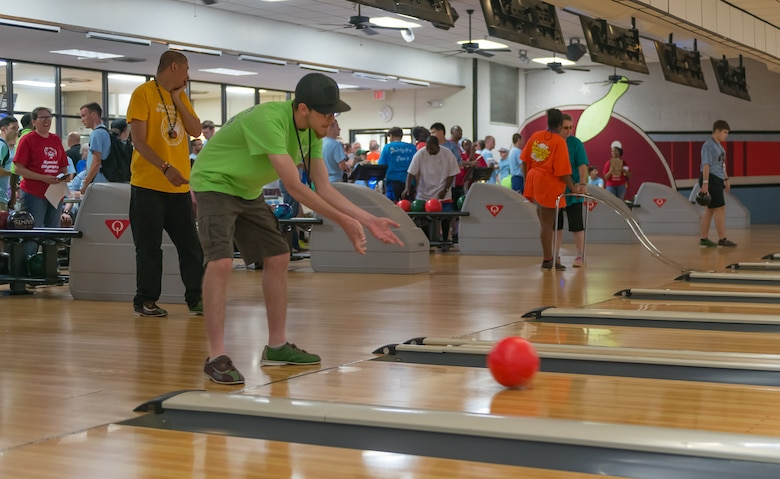 Special Olympics athletes bowl during the Special Olympics Mississippi 2017 Summer Games at Gaude' Lanes May 20, 2017, on Keesler Air Force Base, Miss. Keesler hosted more than 3,200 athletes, directors, coaches, family members and volunteers spanning over 16 regions across Mississippi for the 31st year. (U.S. Air Force photo by Andre' Askew)