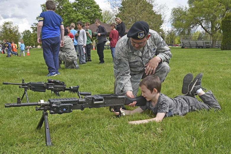 Tech. Sgt. Derek Washburn, 92nd Security Forces Squadron NCO in charge of operations, works with Michael Anderson Elementary students during the Law Enforcement Exposition May 18, 2017, at Fairchild Air Force Base, Washington.  The expo was part of National Police Week, which pays special recognition to law enforcement officers who lost their lives in the line of duty for the safety and protection of others. (U.S. Air Force photo/Senior Airman Mackenzie Richardson)
