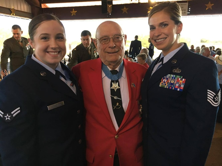 "U.S. Air Force Airman 1st Class Emily Copeland (left) and Tech. Sgt. Rashelle Gomez (right) take a photo with Hershel ""Woody"" Williams, the last living Medal of Honor recipient from the Battle of Iwo Jima at Fort Chadbourne, Texas, May 11, 2017. Williams spoke on his advocacy for Gold Star Families and pinned Vietnam veterans during his Dinner with a Hero event. (Courtesy photo)"