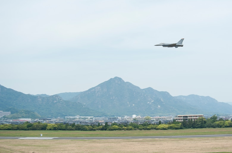 U.S. Air Force Maj. Richard Smeeding, the Pacific Air Forces F-16 Demonstration Team pilot, flies across the sky during the Hofu Air Festival, at Hofu-kita Air Base, Japan, May 21, 2017. Smeeding performed an 15-minute demonstration that showcased the F-16 Fighting Falcon power and maneuverability. (U.S. Air Force photo by Staff Sgt. Melanie Hutto)