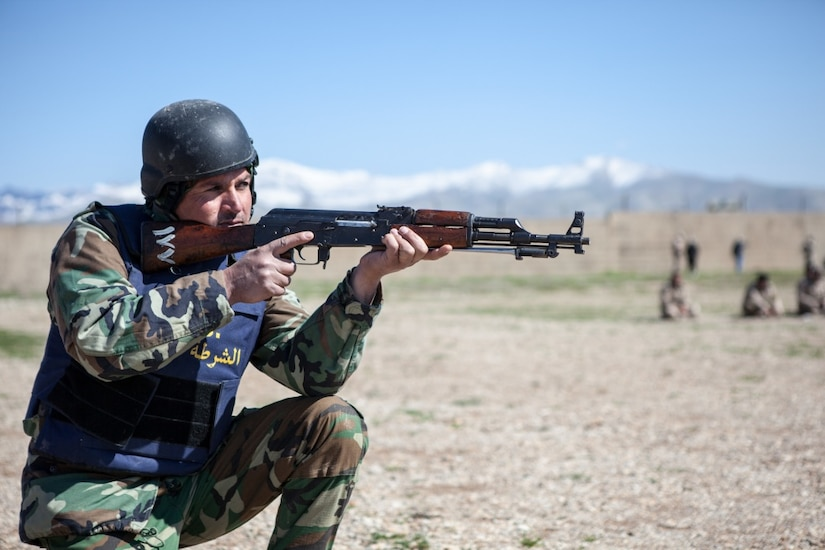 A soldier from the border guard police participates in basic squad movement training near Irbil, Iraq, April 4, 2017. The training is an integral part of the Combined Joint Task Force Operation Inherent Resolve building-partner capacity mission by training and improving the capability of partnered forces fighting the Islamic State of Iraq and Syria. Army photo by Sgt. Josephine Carlson