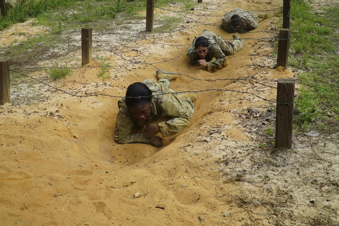 """U.S. Army Soldiers from the 207th Regional Support Group completed the """"Fit to Win"""" Obstacle Course at Fort Jackson, South Carolina, May 20, 2017. (U.S. Army Reserve photo by Capt. Brian Hare)"""
