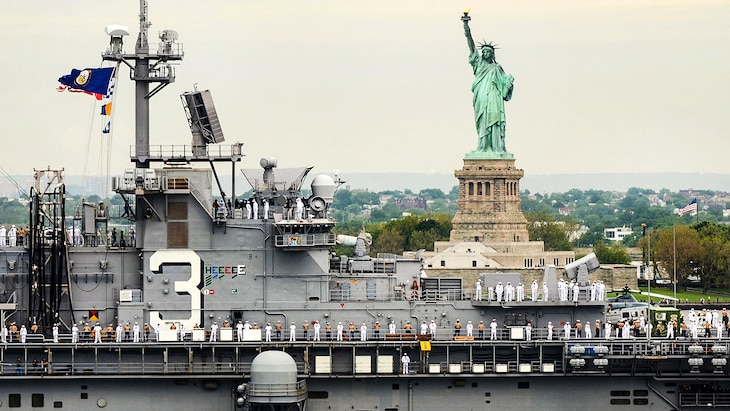 Sailors and Marines man the rails of the USS Kearsarge as it passes by the Statue of Liberty during Fleet Week New York in New York City, May 24, 2017. Navy photo by Chief Petty Officer Travis Simmons