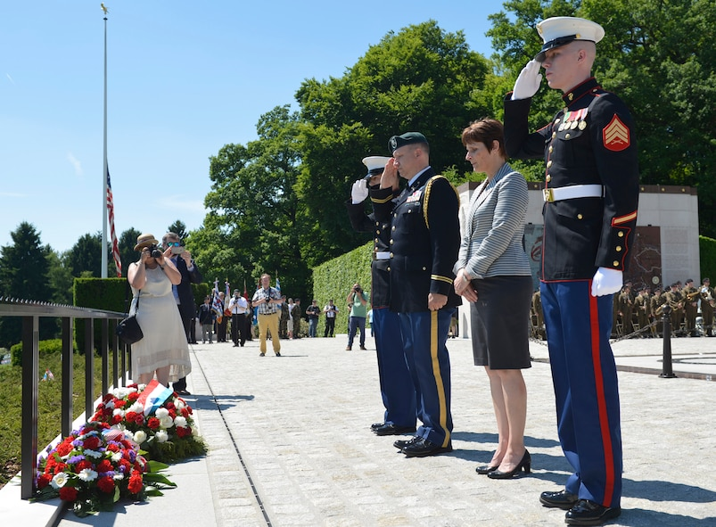 Service members and government officials dedicate a wreath during the Memorial Day Ceremony at the Luxembourg American Military Cemetary in Hamm, Luxembourg, May 27, 2017. The ceremony brought together military representatives and hundreds of supporters to recognize the sacrifices made by American service members in support of freedom abroad.