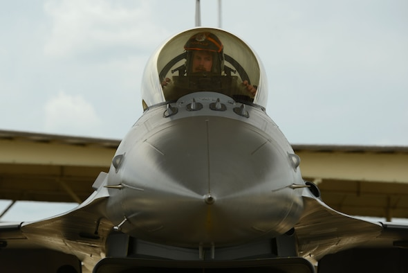 Lt. Col. Craig Andrle, 79th Fighter Squadron commander, taxis a F-16 Fighting Falcon on the Shaw Air Force Base, S.C., flightline after returning from a deployment May 4, 2017. Andrle's unit recently returned from Bagram Air Base, Afghanistan where they provided close air support to U.S. Special Operations and Afghan National Army commandos in Afghanistan's Nangahar province. (U.S. Air Force photo by Airman 1st Class Kathryn R.C. Reaves)