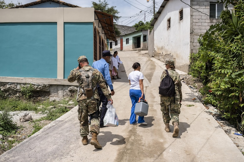 U.S. Army Lt. Col. Rhonda Dyer and U.S. Army Spc. Jeriel Hernandez, Joint Task Force - Bravo, helps treat local Hondurans while out on a Community Health Nurse mission in Comayagua, Honduras, May 10, 2017. The CHM is a weekly partnership with the staff at Jose Ochoa Public Health Clinic, administering vaccines, Vitamins, deworming medication and other medical supplies to over 180 Hondurans around the Comayagua area on May 10, 2017.  (U.S. Air National Guard photo by Master Sgt. Scott Thompson/released)