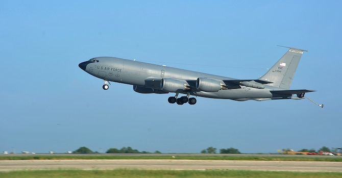 AMC, MCCONNELL, KC-135