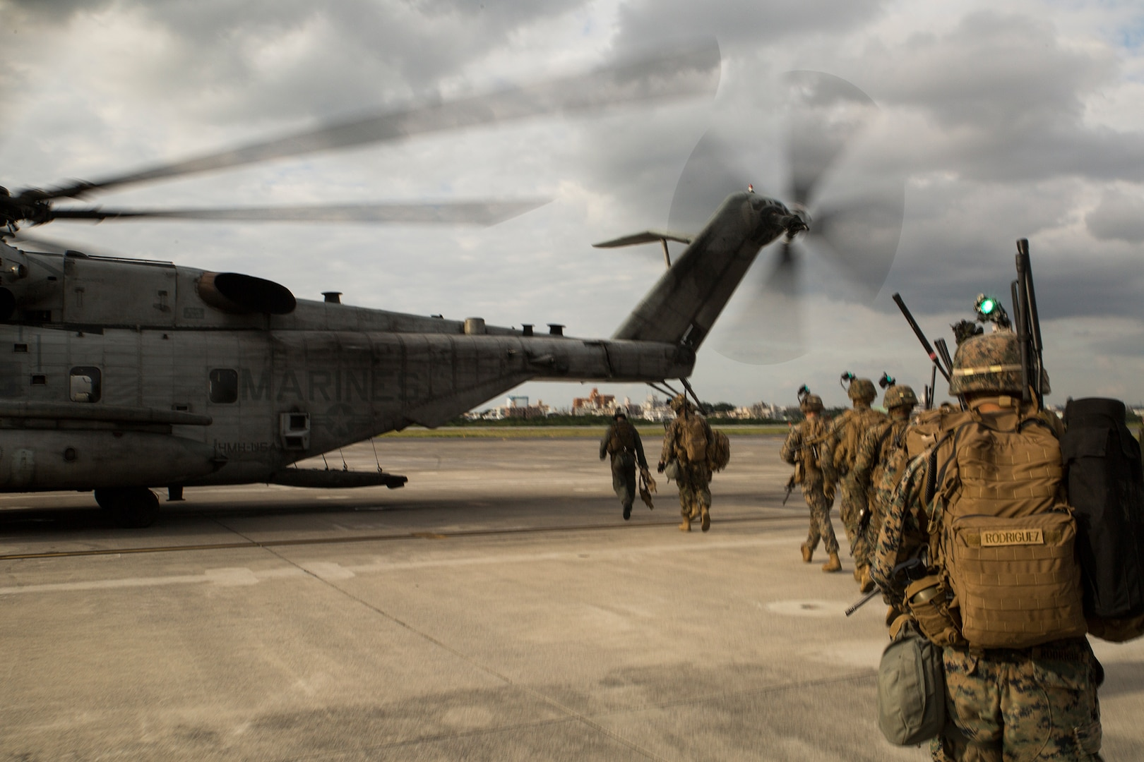 U.S. Marines conduct air assault in support of Blue Chromite
