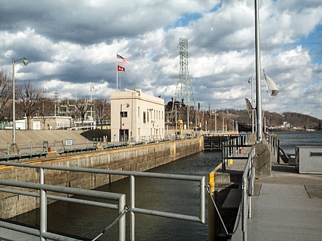 The Pittsburgh District of the U.S. Army Corps of Engineers is alerting river users of the complete closures of the Allegheny River from Nov. 6 at 12:01 a.m.to Dec. 22 at 11 p.m.