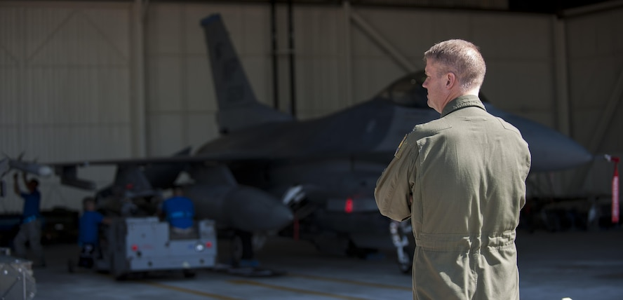 "U.S. Air Force Col. David G. Shoemaker, ""Wolf"", 8th Fighter Wing commander, surveys a weapons load competition at Kunsan Air Base, Republic of Korea, Oct. 20, 2017. The Wisconsin Air National Guard 115th Fighter Wing, along with the 80th Aircraft Maintenance Unit and the 35th Aircraft Maintenance Unit competed in a weapons load competition for the first time during the 115th FW's theater security package deployment to the Wolf Pack. (U.S. Air Force photo by Staff Sgt. Victoria H. Taylor)"
